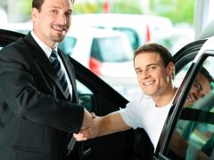 試乗車を中古で購入する際の注意点とメリット・デメリット