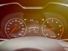車のスピードメーターの誤差と許容範囲について