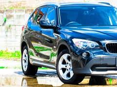 車のフロントガラスのワイパー跡を除去する方法