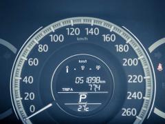 車のスピードメーターの仕組みとは