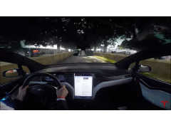 テスラ「モデルX」がグッドウッドで走った! 臨場感ある車載映像でひと足お先にチェック!