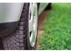 タイヤの空気圧低下の原因とデメリット