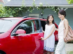 車のシートの匂いを消臭する方法とは
