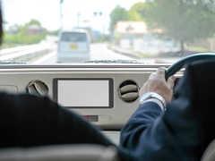 車のシガーソケットが故障する原因と修理・交換方法