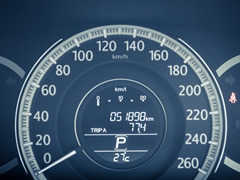 車のタコメーターの見方と意味について
