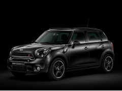MINI、ボディーカラーなど内外装をブラックで統一した限定車「BLACK KNIGHT」