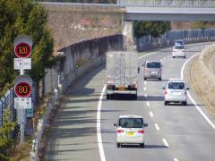 高速道路でパンクや故障で停車する時の対応方法とは