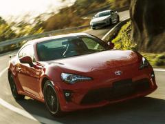 トヨタ、「86」に「ソーラーオレンジ」のボディカラーを採用した特別仕様車を追加