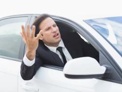 車の運転でイライラしない方法とは?