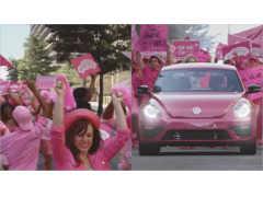 どピンクのワーゲンビートルが、街中を笑顔にする!