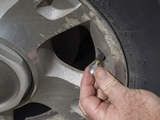 タイヤとホイールの間からエア漏れする原因